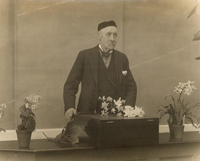Isaac Bayley Balfour at his lectern, March 1922.