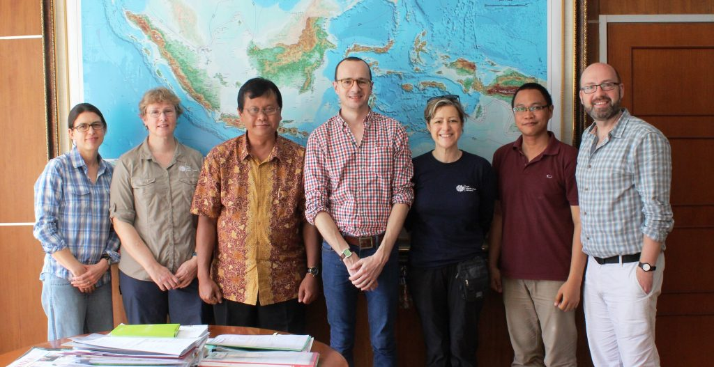 the team meets with the Head of Kebun Raya Bogor (l-r Hannah Atkins, Helen Yeats, Dr.Didik Widyatmoko, Dr.Mark Hughes, Sadie Barber, Prima Hutabarat, Dr.Peter Wilkie)